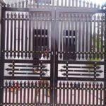 Mẫu cổng sắt hộp 2 cánh đẹp, đơn giản, hiện đại