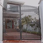 Mẫu cổng sắt 2 cánh đẹp, đơn giản, hiện đại